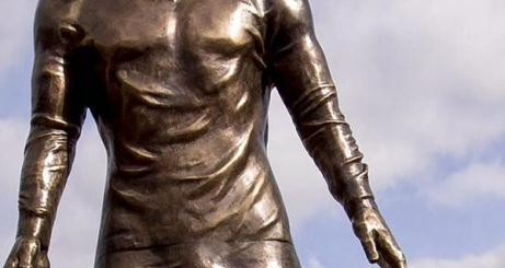 Cronaldo statue