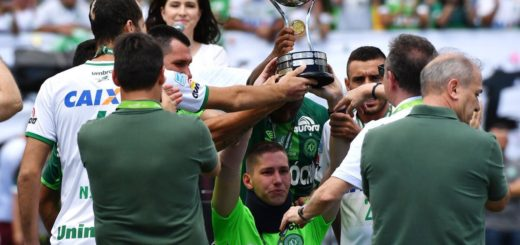 Chapecoense plane tragedy survivor Jackson Follmann entered the pitch earlier today holding the Copa Sudamericana trophy