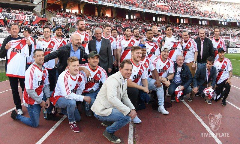 Los All Blacks junto a Rodolfo D'Onofrio y Matías Patanian en el Monumental River Plate