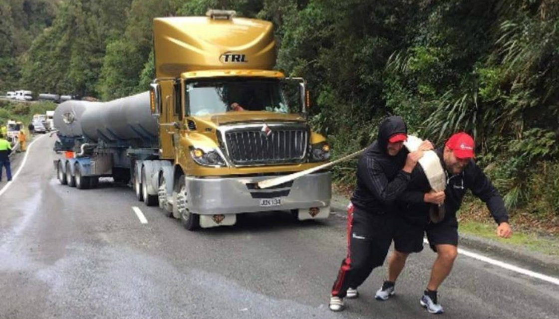 Joe Moody and Luke Romano lend muscles to stranded truck