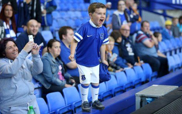 A-young-Everton-fan-shout-002