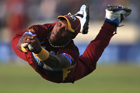 Dwayne-Bravo-makes-a-divi-006