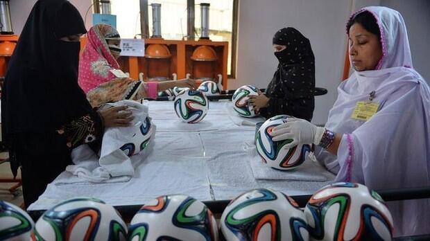 Pakistan women making balls