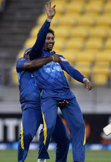 Seekkuge Prasanna doing to Tillakaratne Dilshan