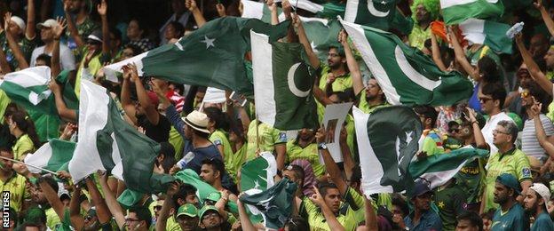_81023061_pakistan_fans