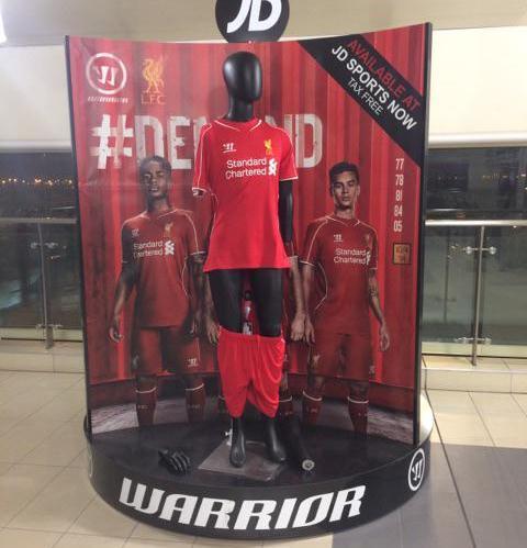 Liverpool manequin John Lennon airport