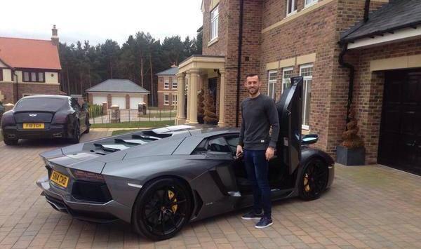 Steven Fletcher showing us that 17th in the league gets you a Lamborghini Aventador, & a Bentley Super-sport