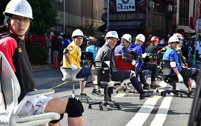 Japan office chair race two hours