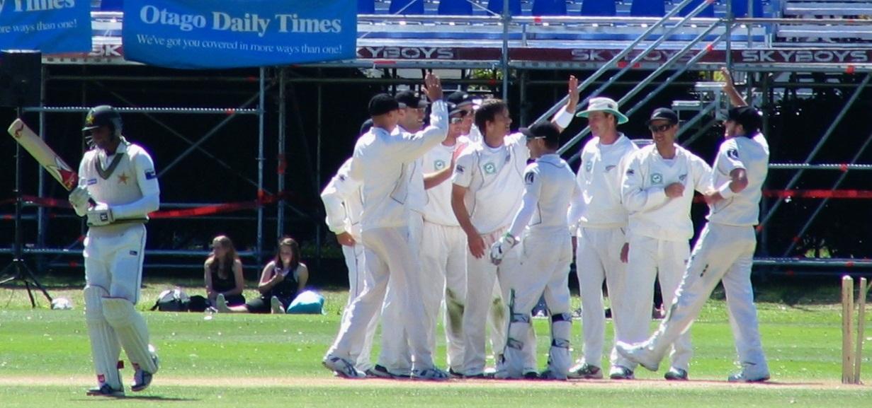 New_Zealand_cricket_team,_Shoaib_Malik,_Dunedin,_NZ,_2009