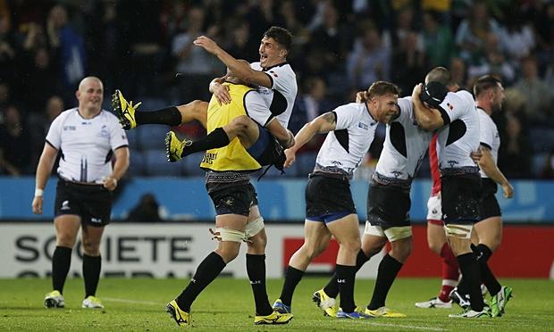 Romania-players-celebrate-009
