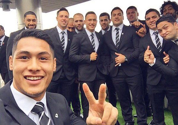 Tuivasa-Sheck selfie NZ House