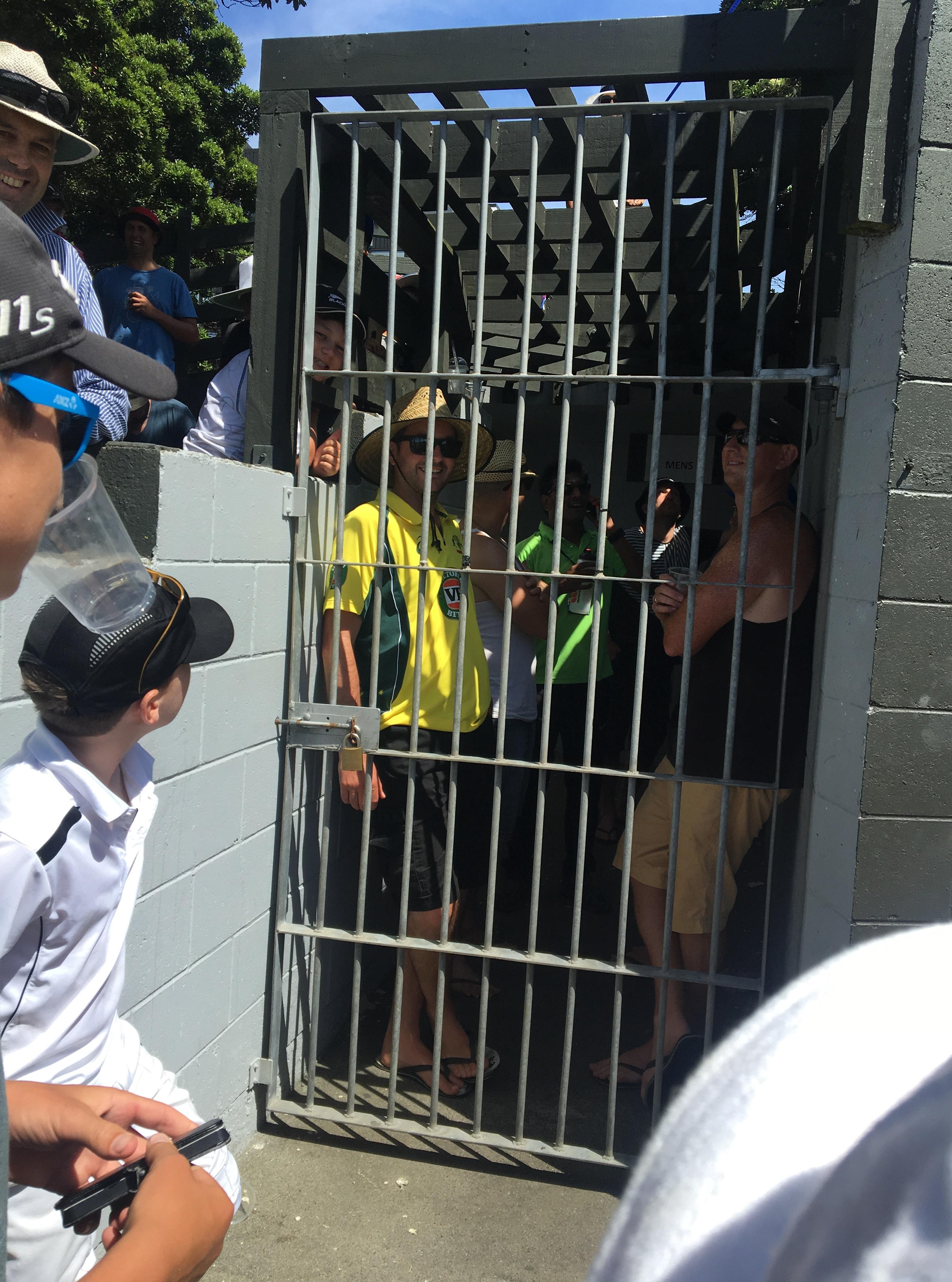 Aussie fans loo block