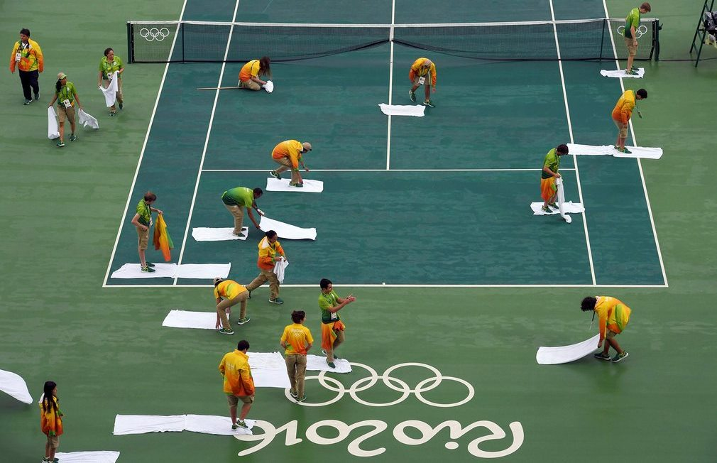 Are there better ways to dry a tennis court