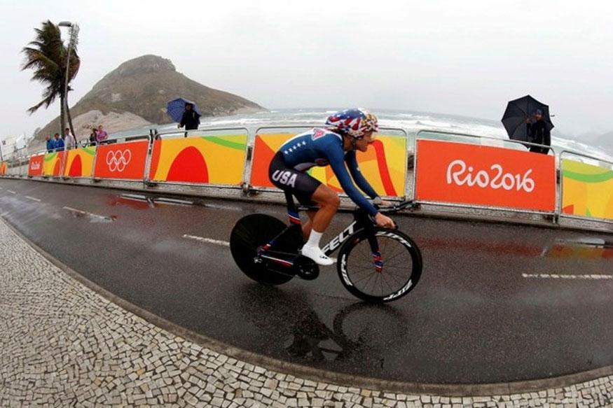 Kristin Armstrong on her way to a third gold medal in awful conditions