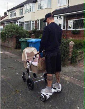 alberto-moreno-walking-baby