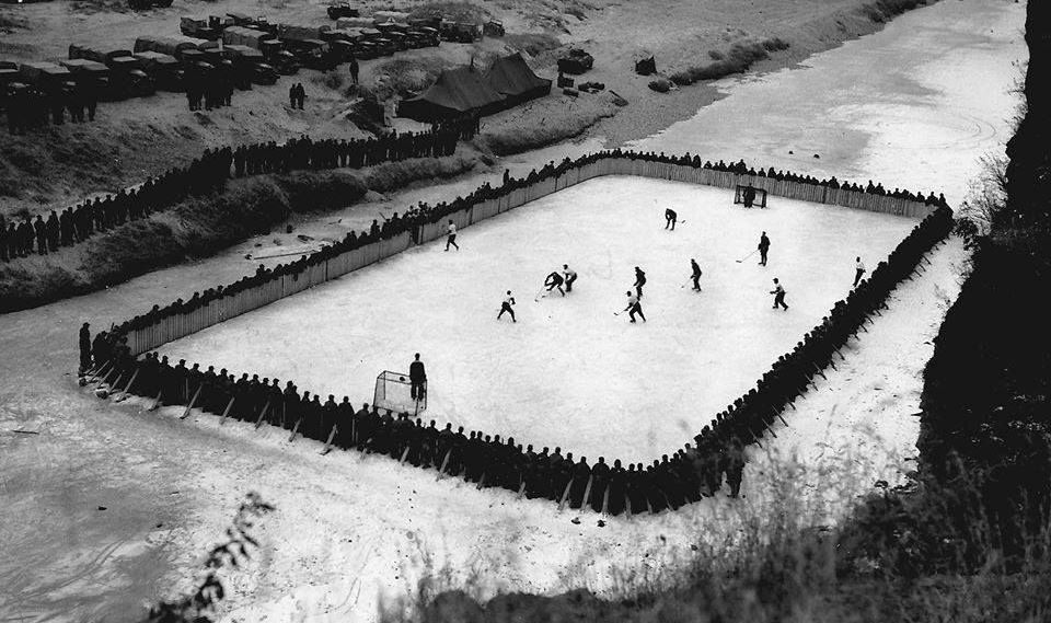 canadian-soldiers-playing-hockey-during-a-break-in-action-in-the-korean-war-in-1952
