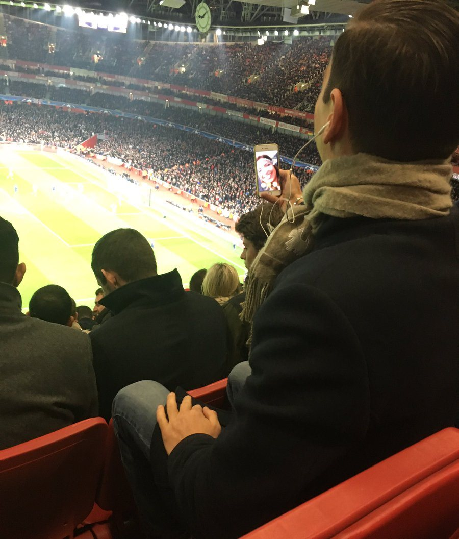 type-of-fan-that-comes-to-the-emirates-now-facetiming-his-mrs-for-47-minutes