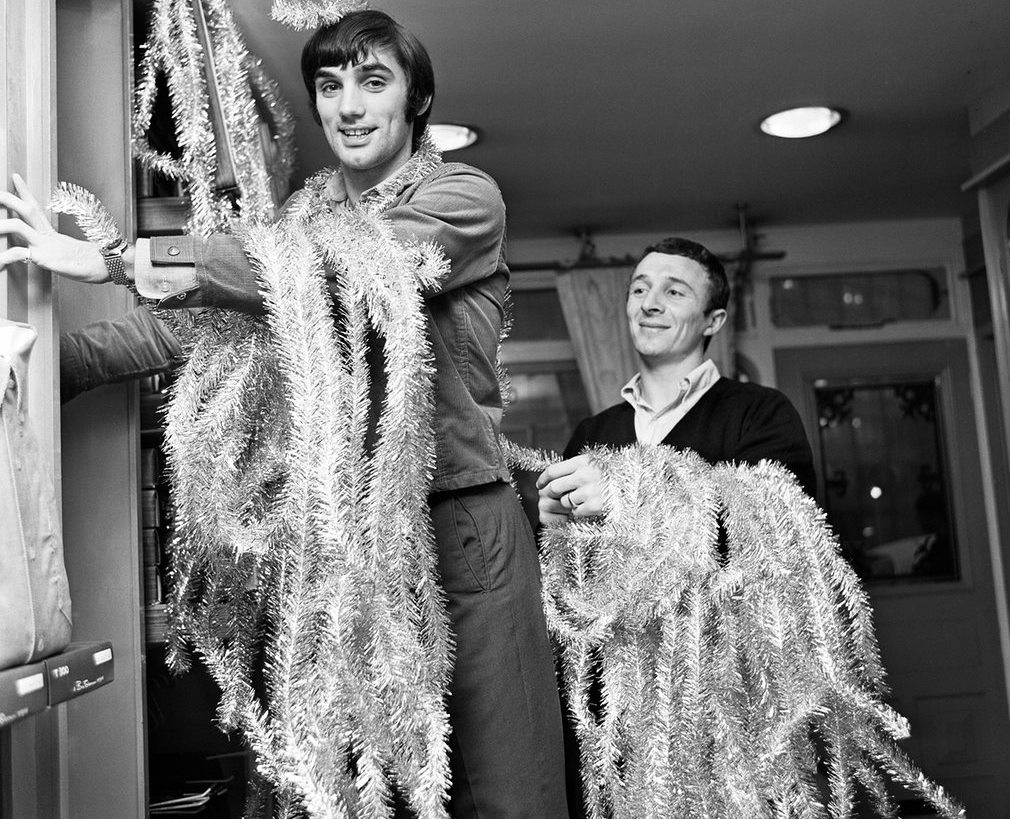 george-best-and-mike-summerbee-get-the-tinsel-out-as-they-decorate-their-fashion-boutique-edwardia-in-1967