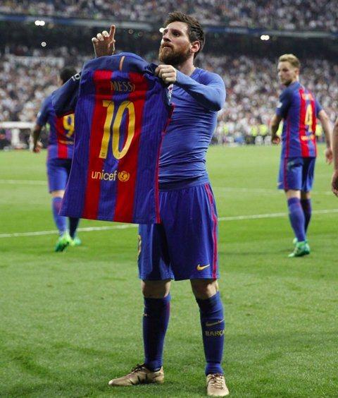 Messi shirt defying gravity