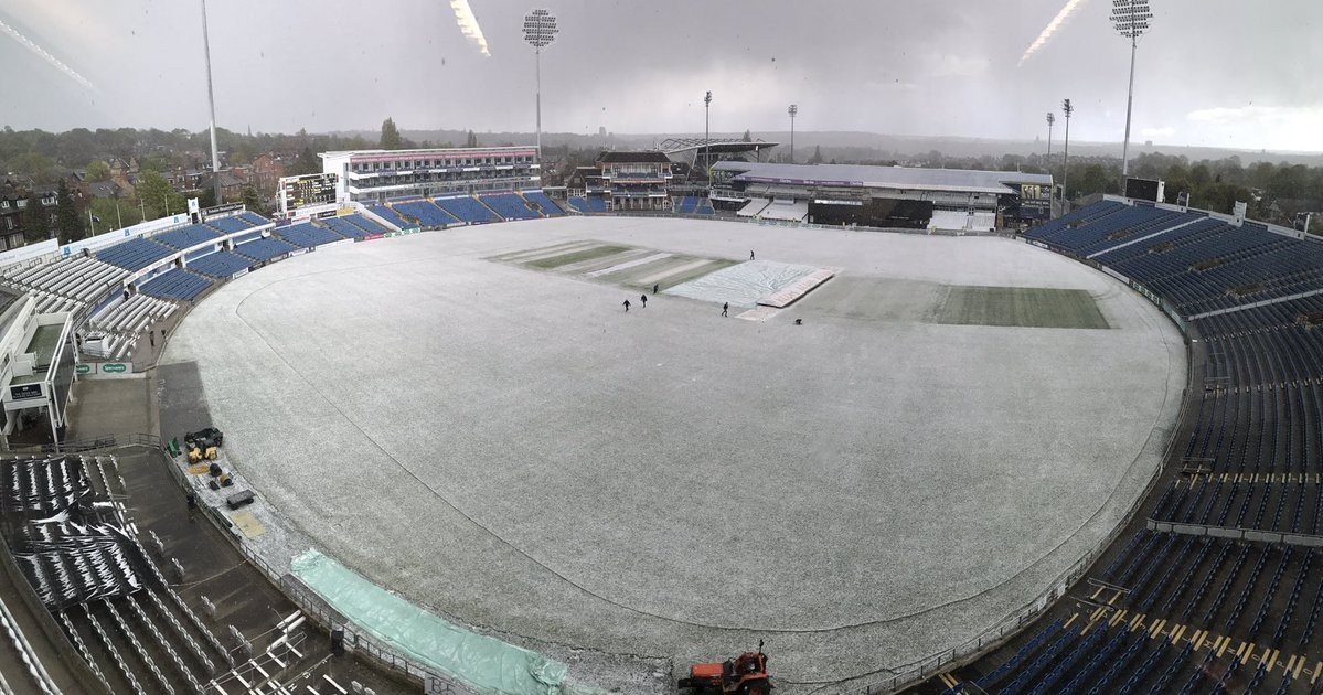 Snow has stopped play in the second XI match vs Lancashire Headingley