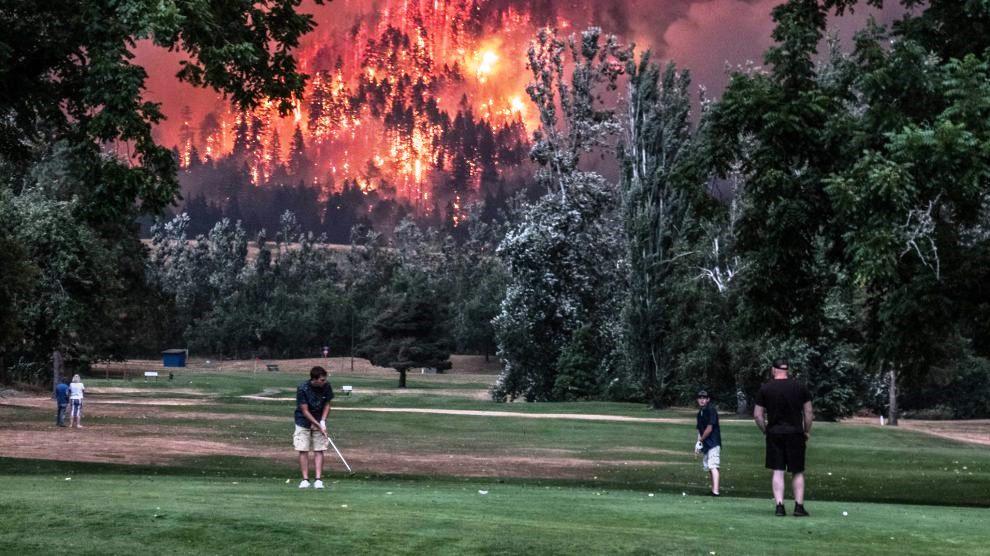 Beacon Rock course as Oregon wildfire burns across Columbia River